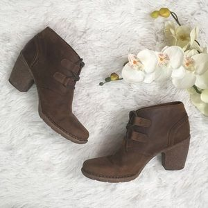 CLARKS ARTISAN Chestnut Ankle Booties 8.5